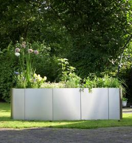 garten im quadrat moderne pflanzgef e und hochbeete. Black Bedroom Furniture Sets. Home Design Ideas