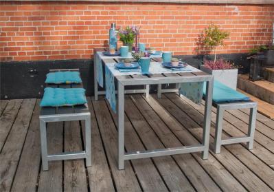 Moderne Outdoor-Sitzgarnitur Planken, Holz massiv schwarz, ähnlich einer Biertischgarnitur