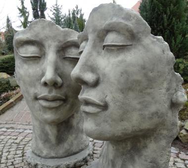 Mann + Frau Pärchen Gartenskulpturen Portrait
