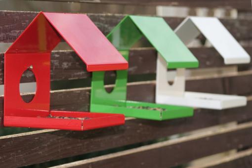 Design Vogelhaus aus Metall zum Hängen, rot, grün, weiß