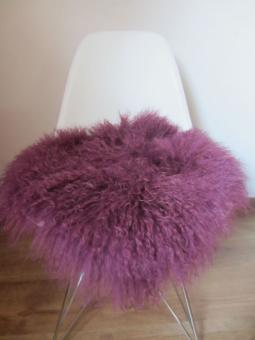Sitzauflage Tibetlamm-Fell, rund oder eckig, kuschelweich und lockig, 10 verschiedene Farben Aubergine | Eckig