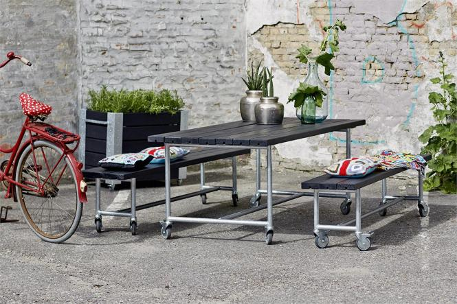 Outdoor-Sitzgarnitur Urban, Tisch und 2 Bänke auf Rollen, Holz oder WPC, verschiedene Farben, 2 Größen