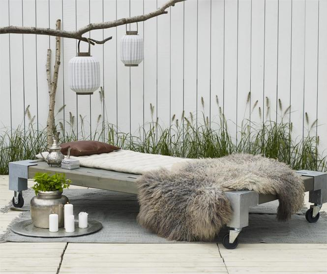 garten im quadrat holz liege cubic modernes gartenbett mobil graubraun. Black Bedroom Furniture Sets. Home Design Ideas