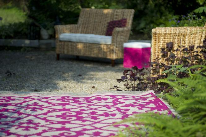 garten im quadrat outdoor teppich venedig ranken pink wei. Black Bedroom Furniture Sets. Home Design Ideas