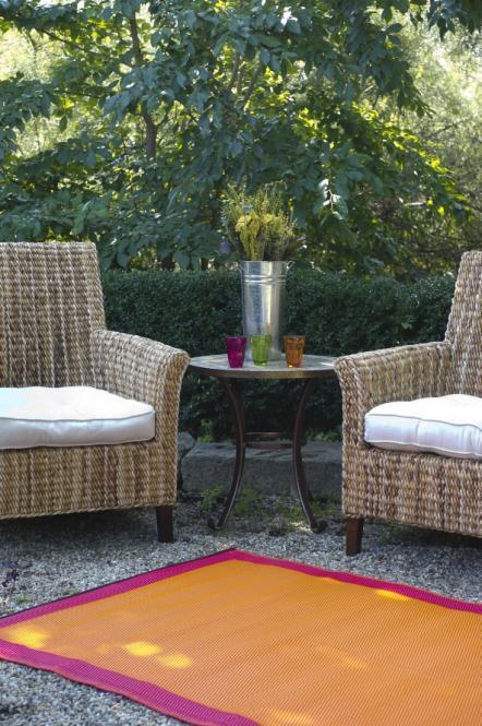 garten im quadrat outdoor teppich skien rot orange. Black Bedroom Furniture Sets. Home Design Ideas