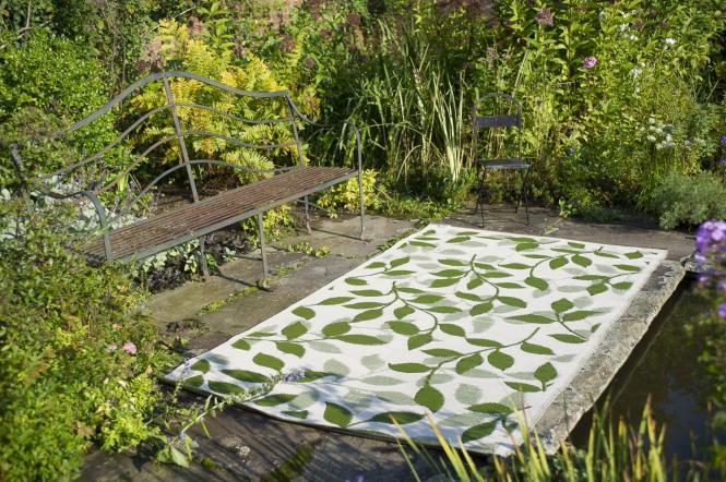 garten im quadrat outdoor teppich bali gr n cremewei bl tter muster matte. Black Bedroom Furniture Sets. Home Design Ideas