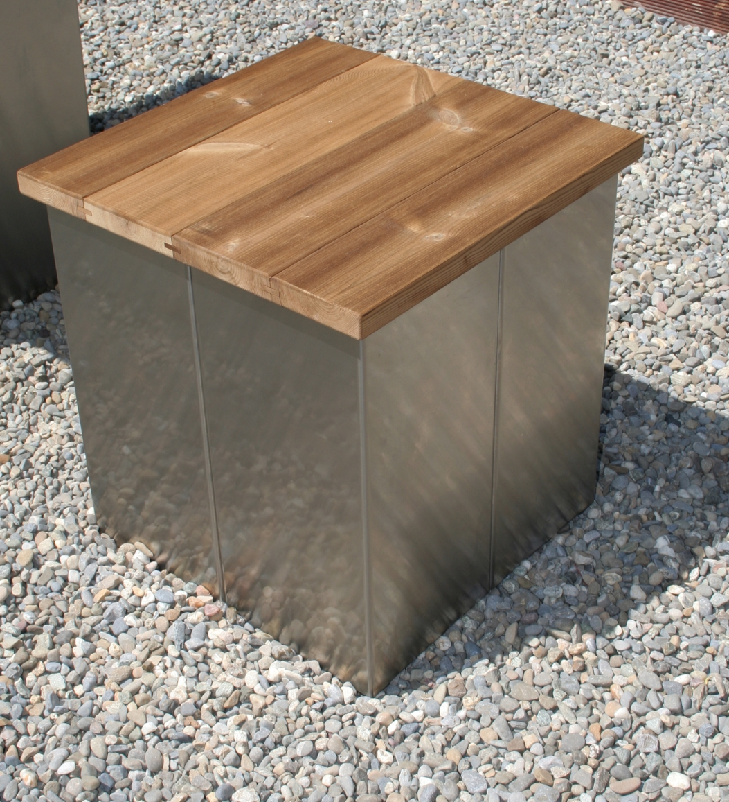 garten im quadrat garten hocker aus edelstahl und holz modern puristisch. Black Bedroom Furniture Sets. Home Design Ideas