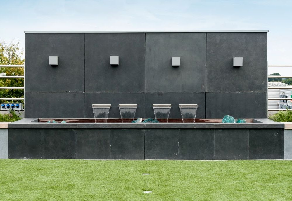 garten im quadrat sichtschutz wand aus fiberglas moderne beton optik f r den garten leicht. Black Bedroom Furniture Sets. Home Design Ideas