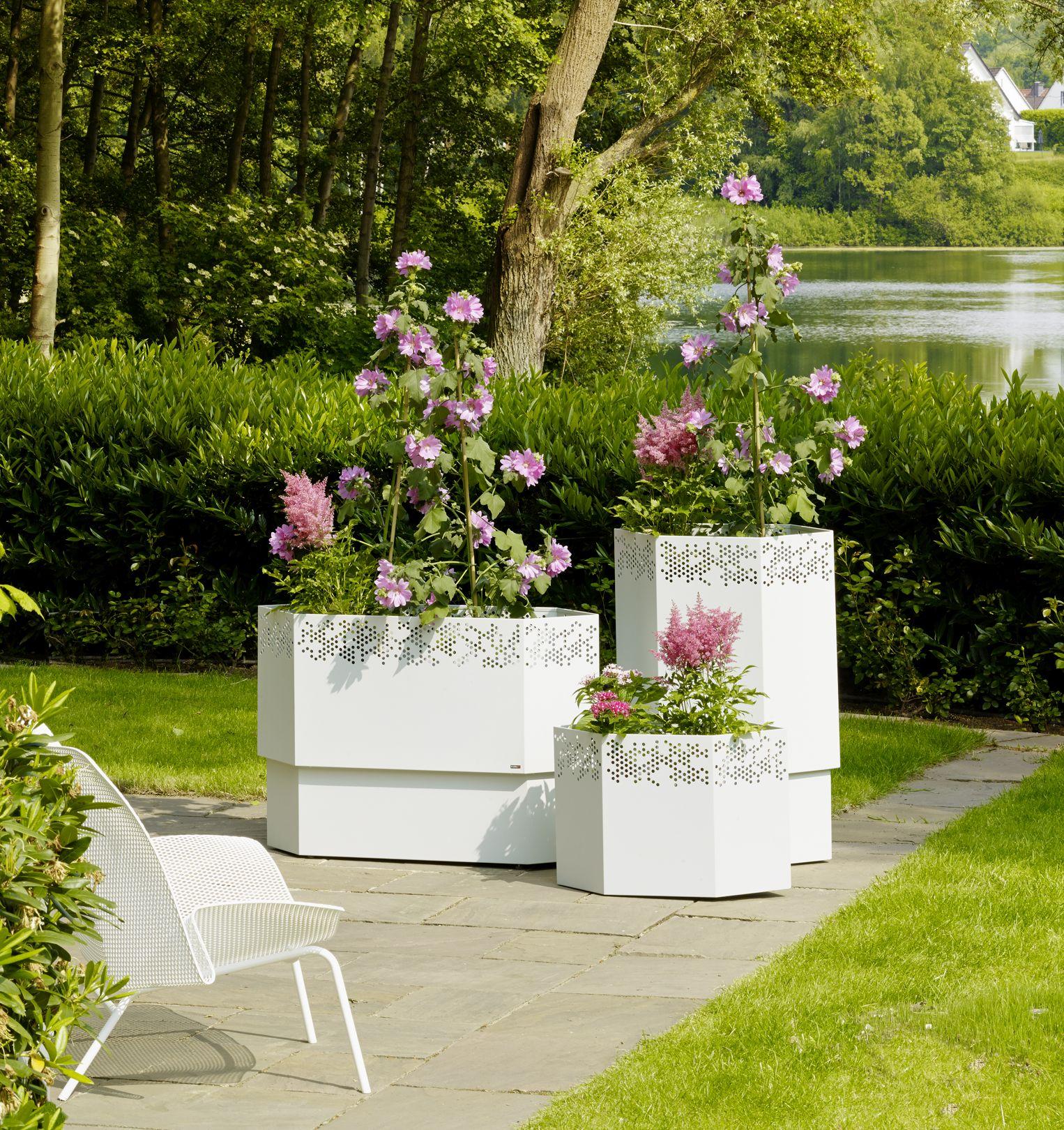 garten im quadrat continuation modernes outdoor. Black Bedroom Furniture Sets. Home Design Ideas