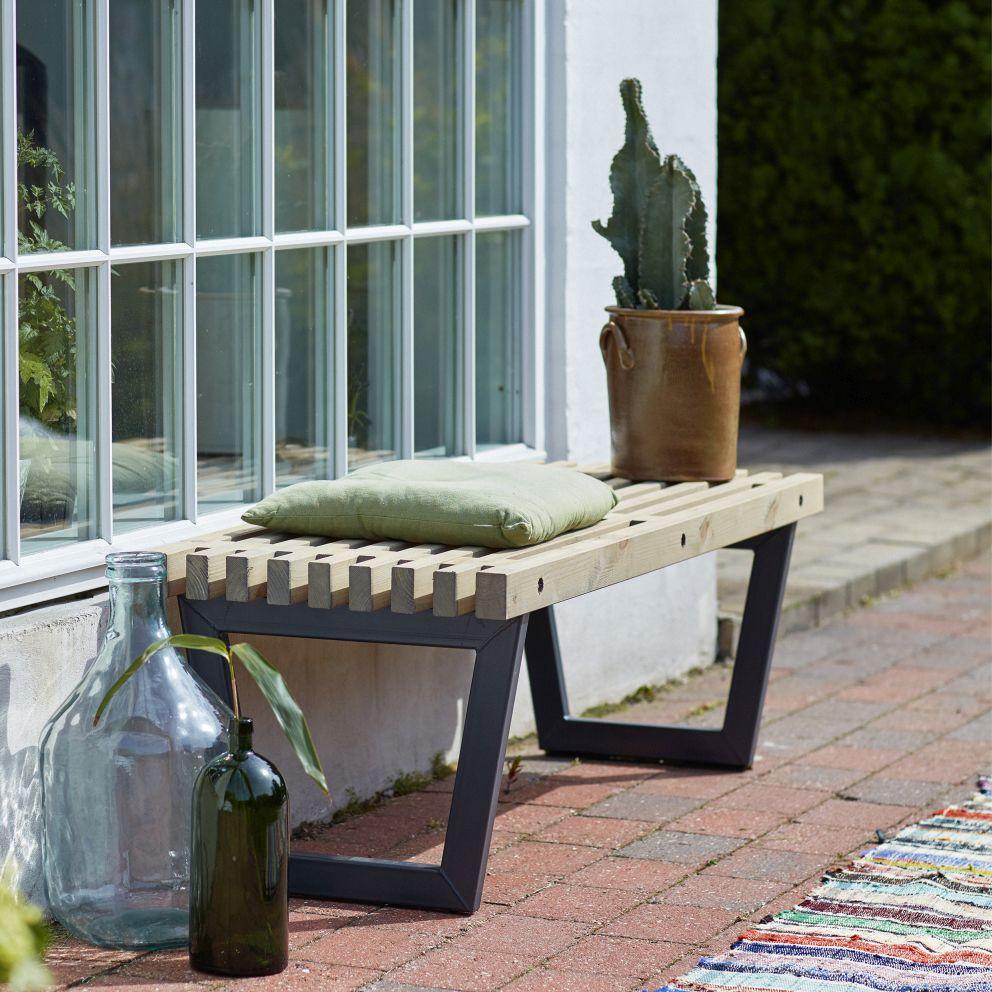 garten im quadrat gartentisch 140 cm holz gartenbank im loft style. Black Bedroom Furniture Sets. Home Design Ideas