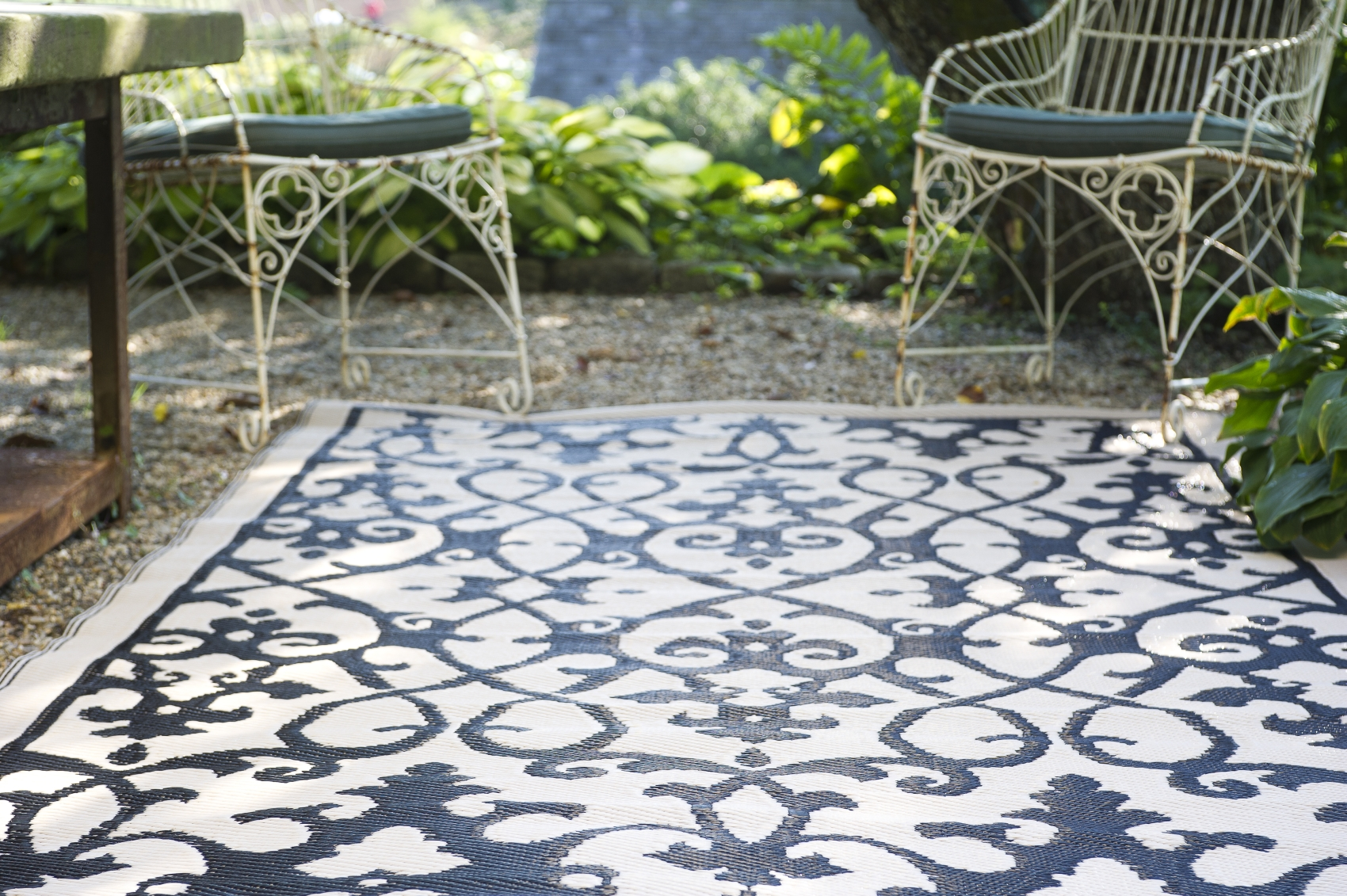 Sehr Garten im Quadrat | Outdoor-Teppich Venedig, Ranken schwarz-weiß TU06