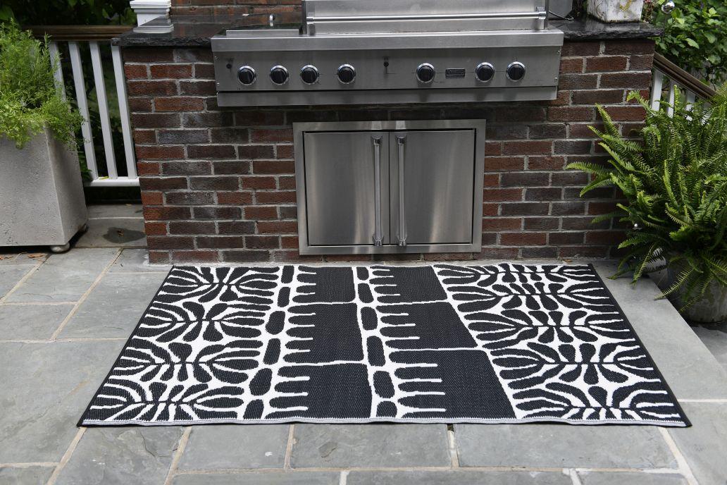 garten im quadrat outdoor teppich flower schwarz wei. Black Bedroom Furniture Sets. Home Design Ideas
