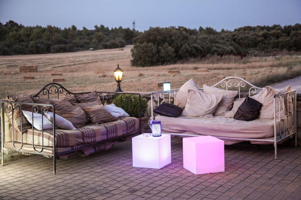 garten im quadrat leuchtw rfel carry outdoor led farbwechsel leuchtkubus f r den garten. Black Bedroom Furniture Sets. Home Design Ideas